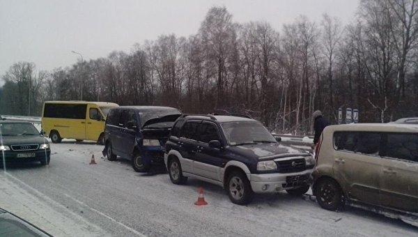 В Житомирской области столкнулись 14 автомобилей