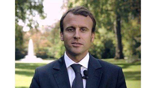 Независимый кандидат экс-министр экономики Эммануэль Макрон
