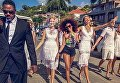 Алина Байкова среди моделей рекламной кампании капсульной коллекции St. Barth бренда Dolce & Gabbana