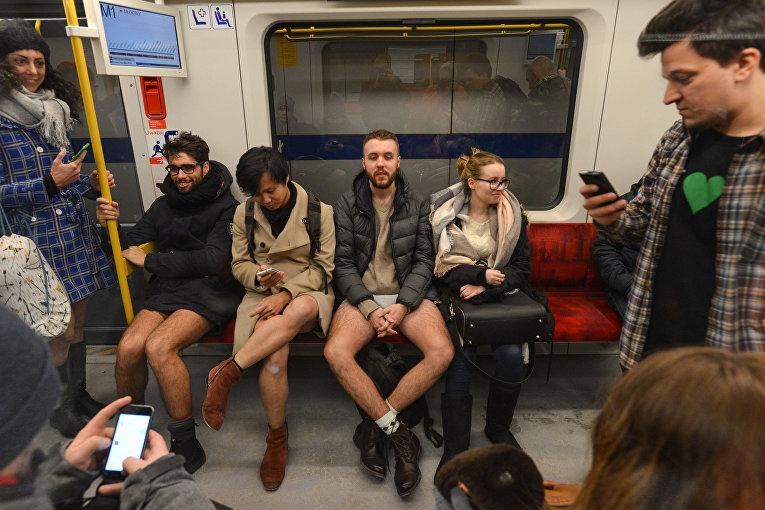 Флешмоб День без штанов в Варшаве