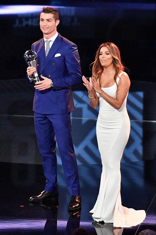 Нападающий мадридского Реала и сборной Португалии Криштиану Роналду и американская актриса Ева Лонгория.