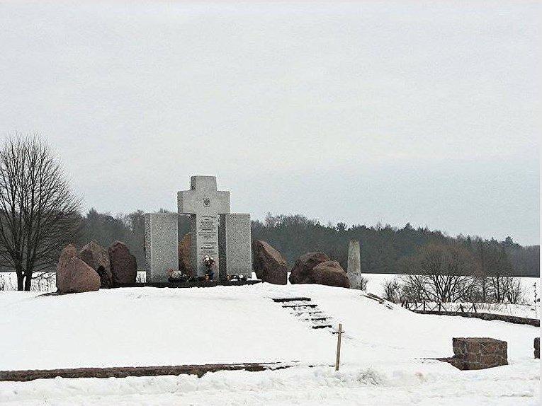 Памятник погибшим во время Второй мировой войны полякам в Гуте Пеняцкой