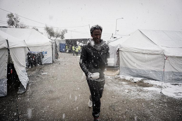 Лагерь беженцев замерзает на греческом острове Лесбос