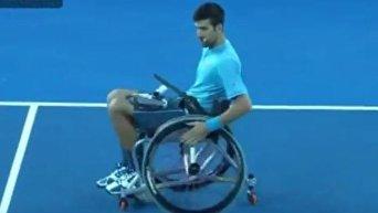Джокович в инвалидном кресле