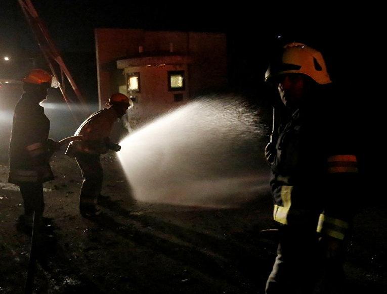 Афганские пожарные на месте теракта в Кабуле