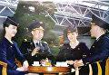 Капитан борта вместе с членами экипажа.