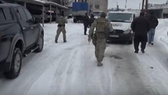 СБУ пресекла реализацию паленого алкоголя в Запорожской области. Видео