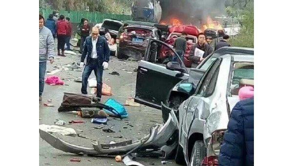 ДТП в Китае. Столкнулись почти 20 машин
