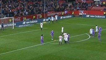 Роналду бросил мячом в полузащитника Севильи. Видео