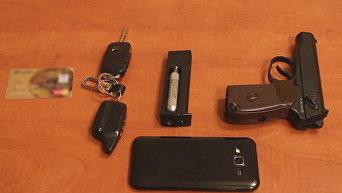 Оружие и краденные вещи, изъятые у грабителей