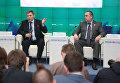 Глава ДНР Александр Захарченко (слева) и глава ЛНР Игорь Плотницкий на пресс-конференции