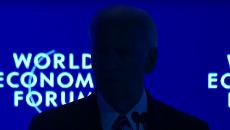 В ходе выступления Байдена в Давосе внезапно выключился свет