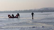 Спасение рыбаков в Киеве