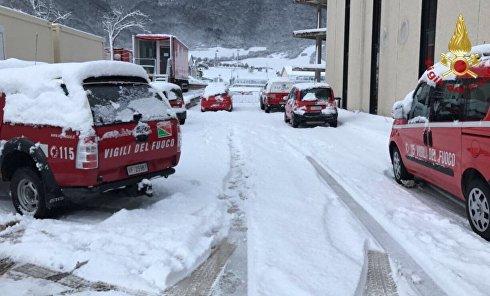 Сход снежной лавины в Италии: работа спасателей 19 января 2017 года