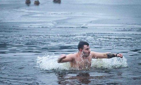 Крещенские купания в Киеве (Гидропарк)