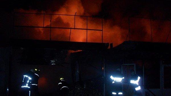 Впроцессе пожара наДемеевском рынке сгорело восемь киосков