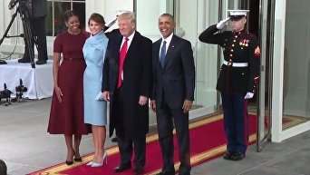 Барак Обама и Дональд Трамп с супругами у входа в Белый дом