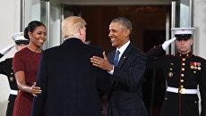 Барак Обама с супругой Мишель встречают Дональда Трампа в Белом доме перед инаугурацией 20 января 2017 года