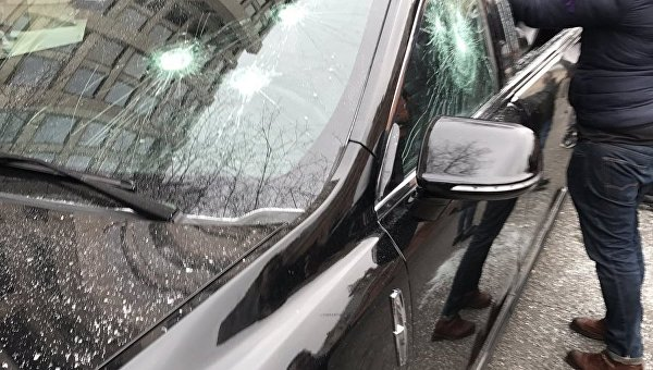 Протестующие разбили автомобиль Ларри Кинга, задержано неменее 200 человек— Инаугурация Трампа