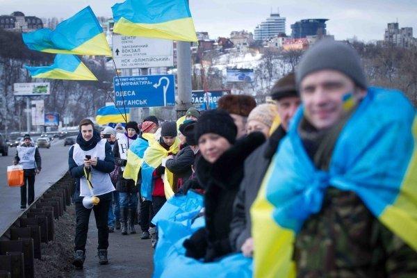 Акция по соединению берегов Днепра живой цепью в Киеве в День Соборности