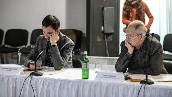 Журналист Виталий Портников (слева) и руководитель Центра национального возрождения им.Степана Бандеры Тарас Гребеняк
