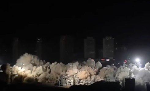 В Китае за несколько секунд взорвали целый микрорайон. Видео