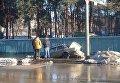 В Киеве затопило улицу Генерала Жмаченко, машина ушла под асфальт