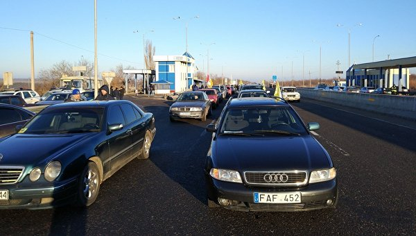 Водители перекрыли въезд вКиев взнак протеста