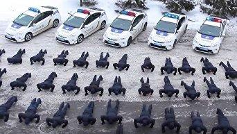 Сотрудники управления патрульной полиции Харькова отжимаются