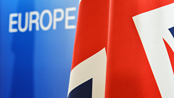 Флаг Великобритании на фоне слова Европа. Архивное фото