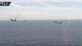 Авианосец Адмирал Кузнецов в сопровождении британских истребителей и кораблей. Видео