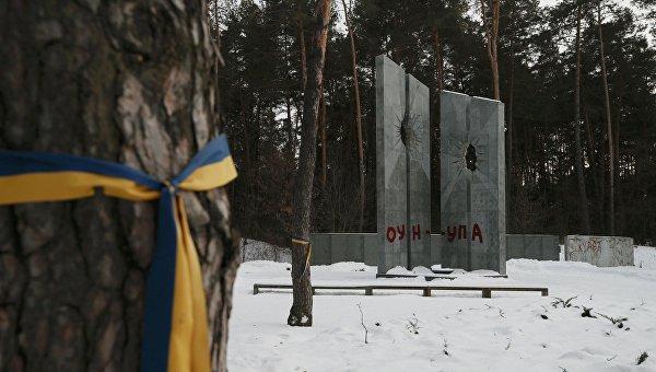 Вандалы осквернили польское военное кладбище под Киевом.