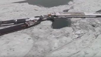 Несколько барж попали в ледовую западню на Дунае. Видео