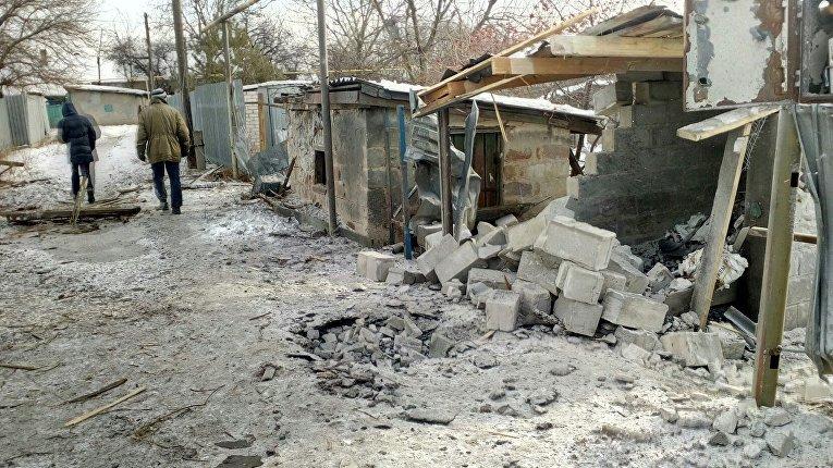 Последствия обстрела Петровского района Донецка