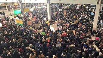 Протест против закона Трампа в Нью-Йорке