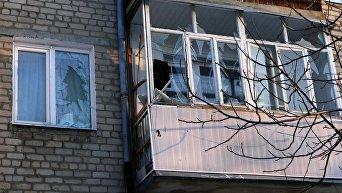 Разбитые окна в жилом доме в городе Докучаевск