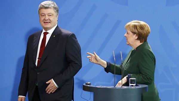 Президент Украины Петр Порошенко и канцлер Германии Ангела Меркель на брифинге в Берлине