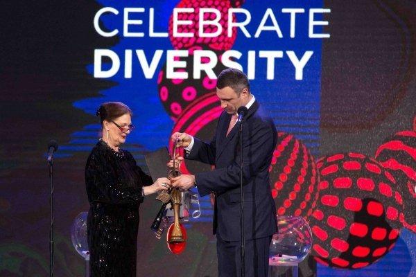 Церемония передачи символического ключа Евровидения мэру Киева Виталию Кличко от президента горсовета Стокгольма Евы Луизы Эрландссон Слорак