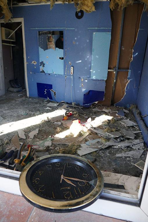 Парикмахерская на привокзальном рынке в Куйбышевском районе Донецка, пострадавшая в результате обстрела