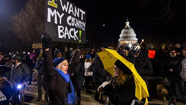 Митинг против указа Трампа об эмигрантах в Вашингтоне
