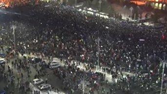 Многотысячные протесты в Румынии. Видео