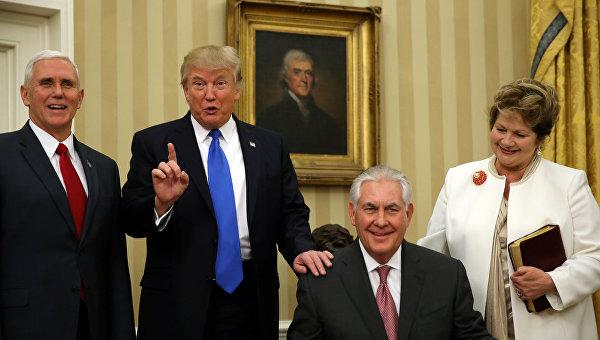 Майк Пенс, Дональд Трамп, Рекс Тиллерсон (слева направо)