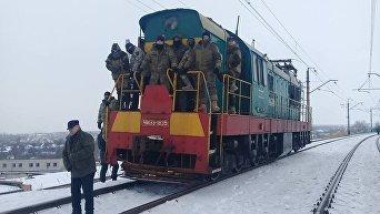 Блокирование ж/д переезда в Донбассе. Архивное фото