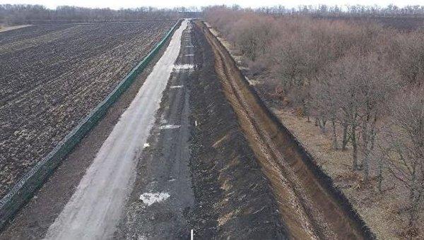 Стена на границе с РФ