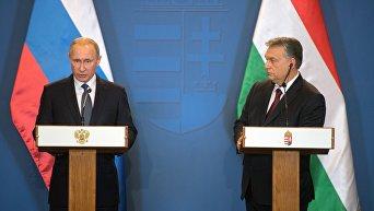 Президент РФ Владимир Путин и премьер-министр Венгрии Виктор Орбан (справа) во время совместной пресс-конференции по итогам встречи в Будапеште.