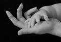 Рука младенца. Архивное фото