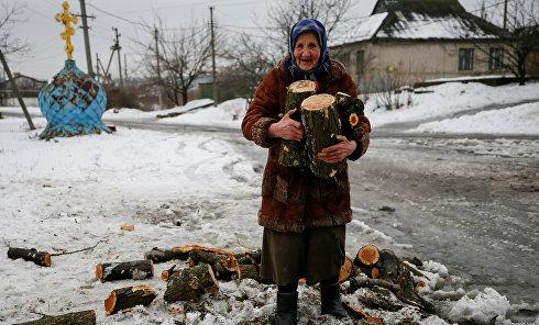 Пожилая женщина в Авдеевке