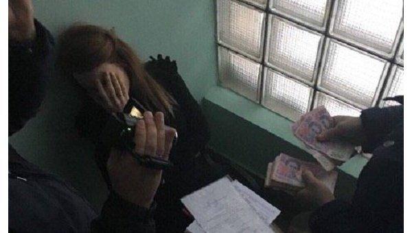 Генпрокуратура столицы Украины задержала навзятке чиновницу департамента земельных ресурсов КГГА