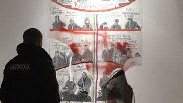 Неизвестные разгромили вКиеве выставку обУкраине после Майдана