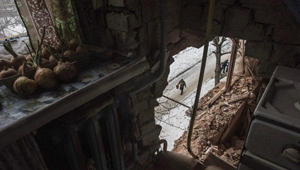 Разрушенный дом в Авдеевке. Архивное фото